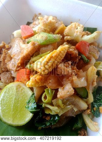 Stir-fried Soy Sauce, Noodles With Pork, Sweet, Delicious, Not Spicy.