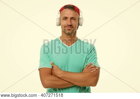 Song Can Explain How I Feel. Unshaven Man Listen To Song. Listening To Song. Modern Life. New Techno