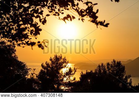 The Sun Sets On The Horizon At Sunset Over The Sea Or Ocean. Calm Ocean Sea Waves. Natural Sky In Wa