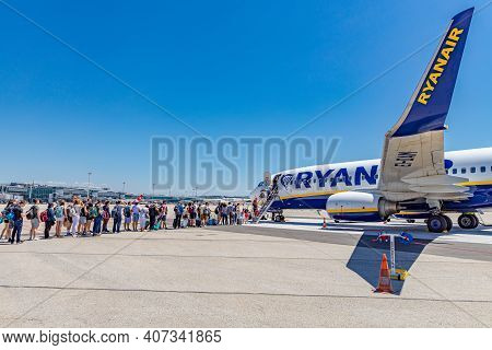 Marseille, France - July.03.2019: Ryanair Aircraft At The Airport. Captain Pilot Greetings. Boeing 7