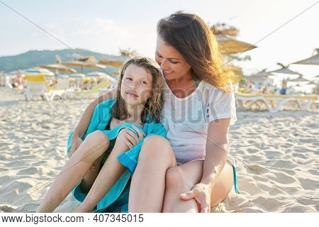 Mature Mom And Preteen Daughter Hugged On A Sandy Beach. Family, Vacation Together, Summer, Love Par