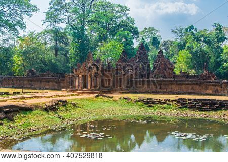 Banteay  Srei  Castle Is The Most Beautiful  Stone  Castle In  Cambodia Perfectly Harmonized.this Ca