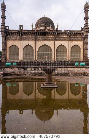 Vijayapura, Karnataka, India - November 8, 2013: Gol Gambaz Mausoleum. Double Portrait Of The Majhid