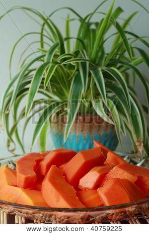 Papaya Scheiben auf Bambus