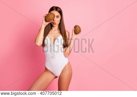 Portrait Of Nice Attractive Lovely Cheerful Cheery Girlish Crazy Positive Sporty Slim Fit Thin Strai