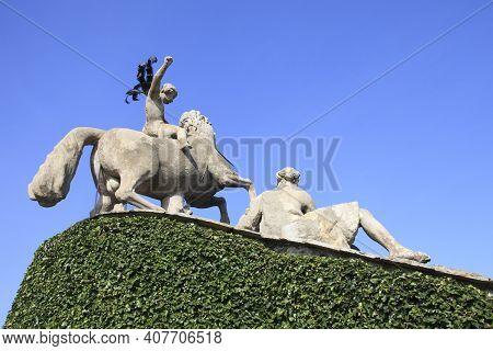 Stresa ( Verbano-cusio-ossola ), Italy - June 15, 2017: Statues In The Isola Bella Garden, Maggiore