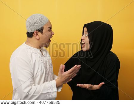 Asian Muslim Couple Husband And Wife Having Fight, Argue And Screaming On Each Other, Bad Relationsh