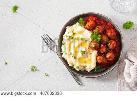 keto paleo diet lunch mashed cauliflower with meatballs