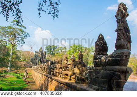 The Entrance  Of Angkor Thom  Castle, By The Entrance  Is Decorated  As Giant Statue And  God Statue