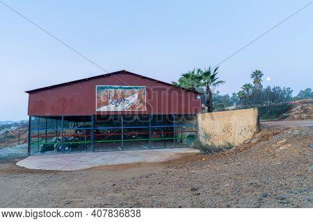 Minas Del Castillo, Spain - 29 January, 2021: The Caprichos Del Abuelo Car Museum In Minas Del Casti