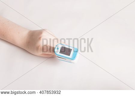 Finger Oximeter With Pulse, Fingertip Pulse Oximeter With Respiration, Portable Blood Oxygen Saturat