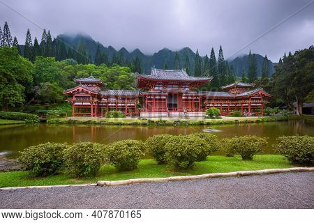 Beautiful Byodo-In Temple with the Koolau mountains in the Valley of the Temples, Oahu, Hawaii, USA