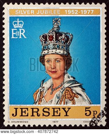 Jersey - Circa 1977: A Stamp Printed In Jersey Shows Queen Wearing St. Edward's Crown, 25th Annivers