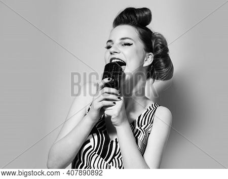 Jazz. Young Woman Singer At The Microphone. Music Pinup Girl. Pop Art Retro Style