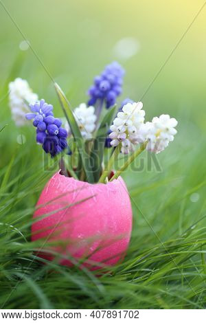 Easter Holiday Concept. Easter Egg And Flowers. Purple And White Muscari Flowers In Decorative Easte