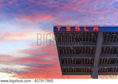 Firebaugh, Usa - January 21, 2021: Tesla Logo On The Roof Of The Electric Superchargers By Californi