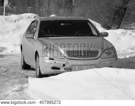 Kazakhstan, Ust-kamenogorsk, March 5, 2020: Mercedes-benz W220 S-class In The City Street. Black And