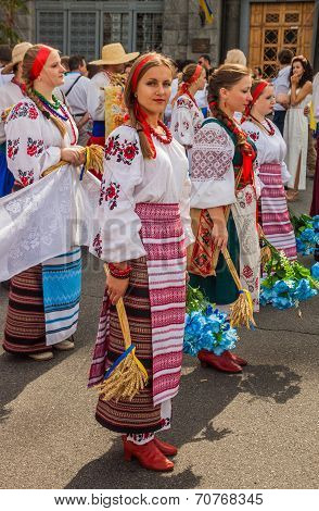 Kontraktova Sq In Podil Delegation From The Poltava Region In National Traditional Costume  Region