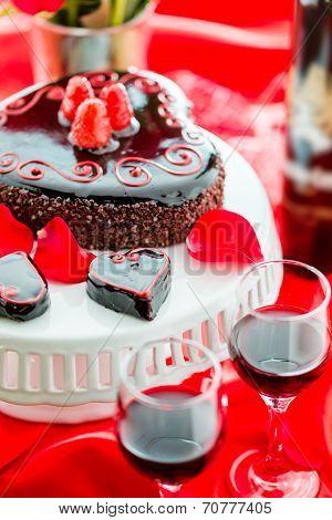 Raspbeverly Flourless Cake