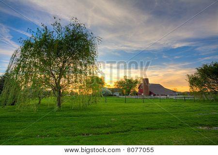 Sonnenuntergang auf dem Bauernhof