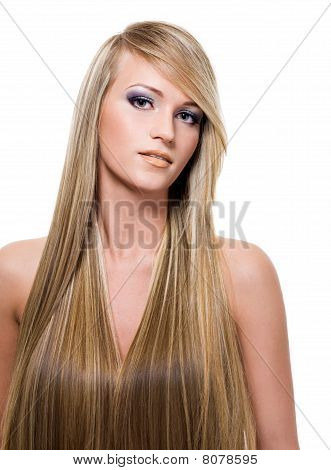 Mujer con el pelo largo y recto de belleza