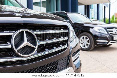 Vehicles Mercedes-benz Near The Office Of Official Dealer