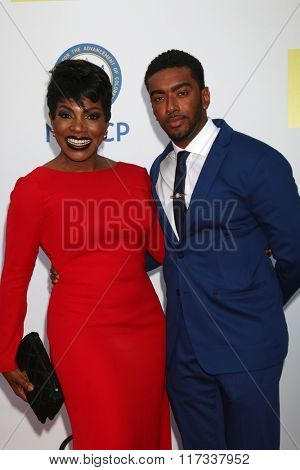 LOS ANGELES - FEB 5:  Sheryl Lee Ralph, Etienne Maurice at the 47TH NAACP Image Awards Arrivals at the Pasadena Civic Auditorium on February 5, 2016 in Pasadena, CA
