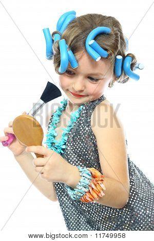 klein meisje poseren