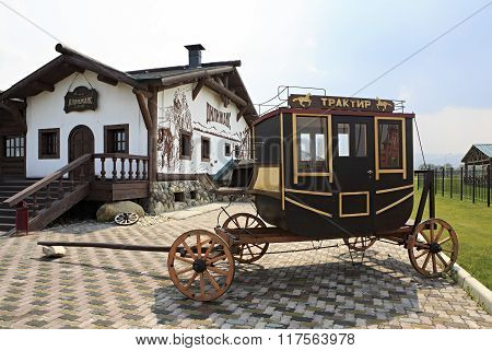 Vintage stagecoach and Restaurant Tavern Dillizhans. Tourist Complex Siberian Podvorye.
