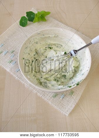 Homemade quark with herbs