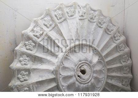 Restoration of vintage plaster molding