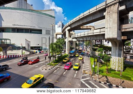 BANGKOK - NOVEMBER 25, 2009: Big automobile stopper near the shoping centre on one of the central streets of Bangkok. The basic problem of the Asian megacities is the complicated traffic
