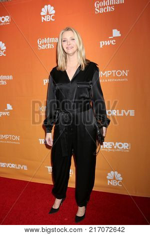 LOS ANGELES - DEC 3:  Lisa Kudrow at the 2017 TrevorLIVE Los Angeles at Beverly Hilton Hotel on December 3, 2017 in Beverly Hills, CA
