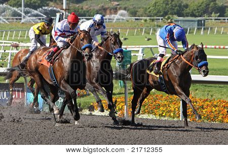 First Dude Wins The Hollywood Gold Cup