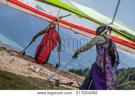 hang gliders taking off, moutains, lake, color