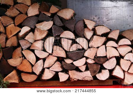 Folded firewood for firebox / Dry logs lie near the stove