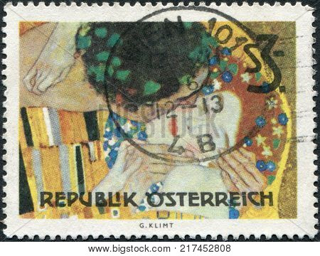 AUSTRIA - CIRCA 1964: A stamp printed in Austria shows a picture of The Kiss by Gustav Klimt circa 1964