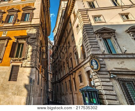 Narrow street between Palazzo Chigi and Montecitorio. Italian Parliament and Prime Minister official residence