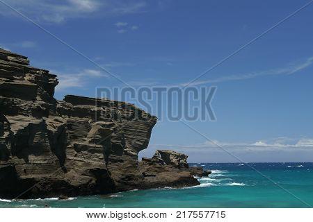 Steep cliffs at Papakolea Green Sand beach on Big Island, Hawaii
