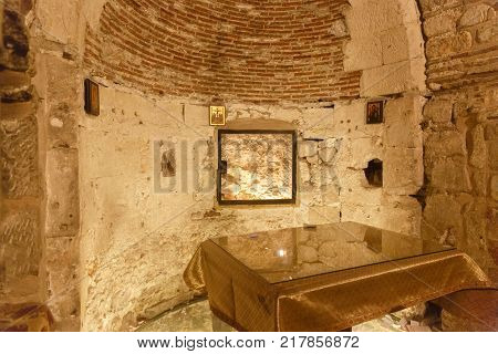 Jerusalem, Israel - Nov 06, 2016: Tomb Of A Firt Man Adam, Under The Mount Calvary In Holy Sepulcher