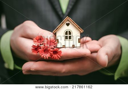 Real estate agent. Real estate agency. Insurance agent. Mortgage. Buy house. Realtor.