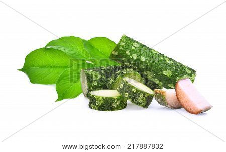 amorphophallus paeoniifolius (dennst.) nicolson.elephant yam stanley s water-tub konjac with green leaf isolated on white background