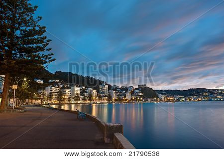 Sunset in Oriental Bay, capital of New Zealand