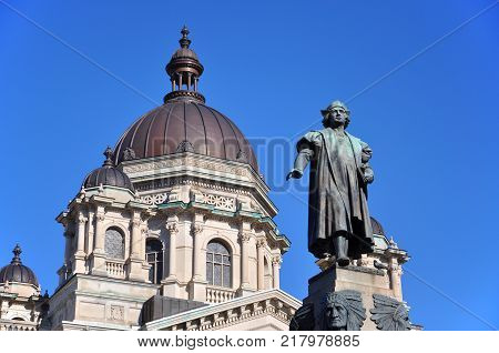 Columbus Statue in front of Onondaga Supreme and County Courts House in downtown Syracuse, New York State, USA.