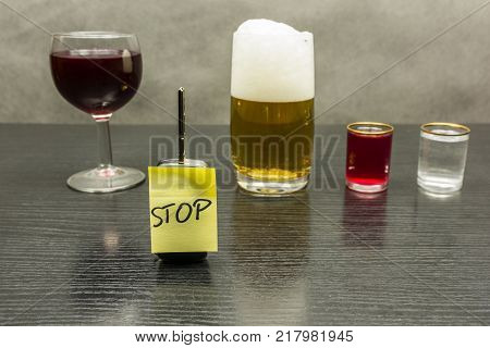 Stop on the car key. So we do not drive vehicles after alcohol.