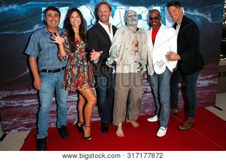 LOS ANGELES - AUG 12: Anthony C. Ferrante, Tatum Chiniquy, Ian Ziering, Water Zombie, Shelton Jolivette, Lincoln Bevers at the Premiere