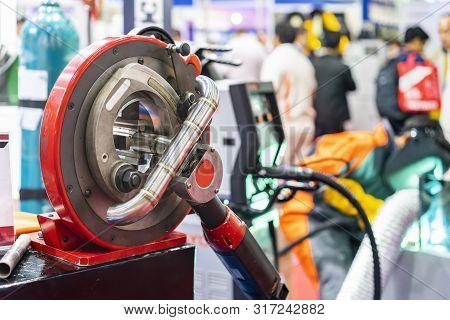 High Precision & Automatic Multi Purpose Continuous Orbital Machine For Metal Tube Or Pipe Cutting B