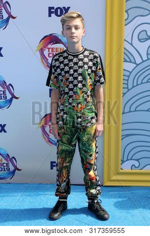 LOS ANGELES - AUG 11:  Avi Angel at the Teen Choice Awards 2019 at Hermosa Beach on August 11, 2019 in Hermosa Beach, CA