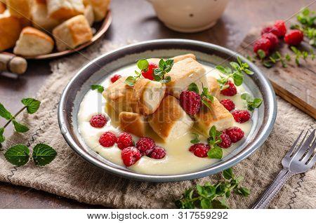 Yeast Buns With Vanilla Sauce