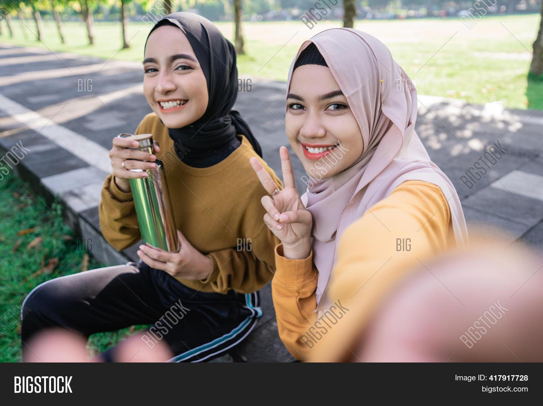 Hijab wearing of pics girls women